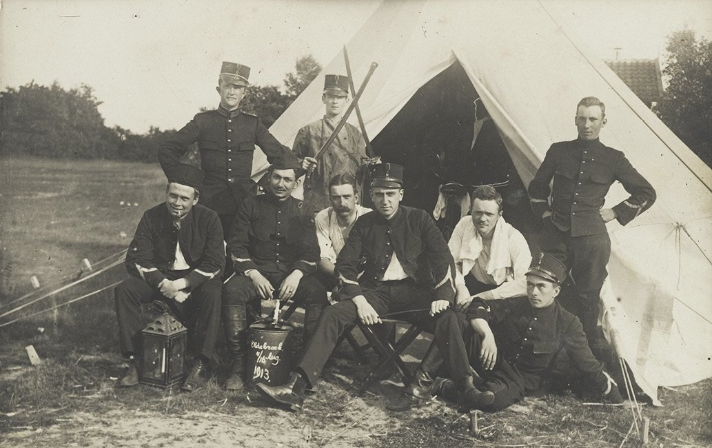 Velddetachement van officieren in opleiding van het 1e Regiment Veldartillerie (bivak te Oldebroek 1913)